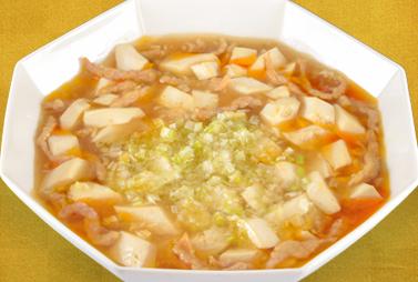 <strong>塩麻婆豆腐</strong><br>こだわりの駿河湾産海洋深層水からできた塩を使用したあっさりとした麻婆豆腐です。