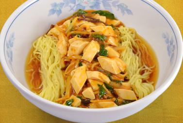 <strong>麻婆ラーメン</strong><br>辛いものがお好きな方にオススメ。麻婆豆腐のとろみが麺によく絡みます。