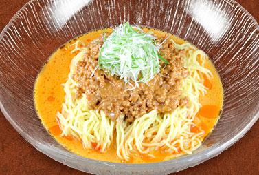 <strong>冷やし坦々麺</strong><br>胡麻の風味豊かな青山特製たれと肉みそが麺によく絡む夏にピッタリな一品。